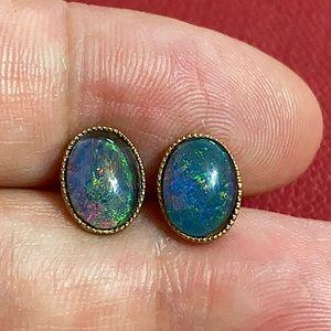 🖤8mm x 6mm Opal earrings